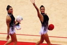 Lourdes saluda al público antes de salir a competir